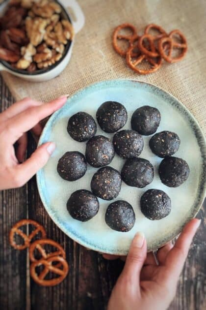 vegan no-bake pretzel brownie bites