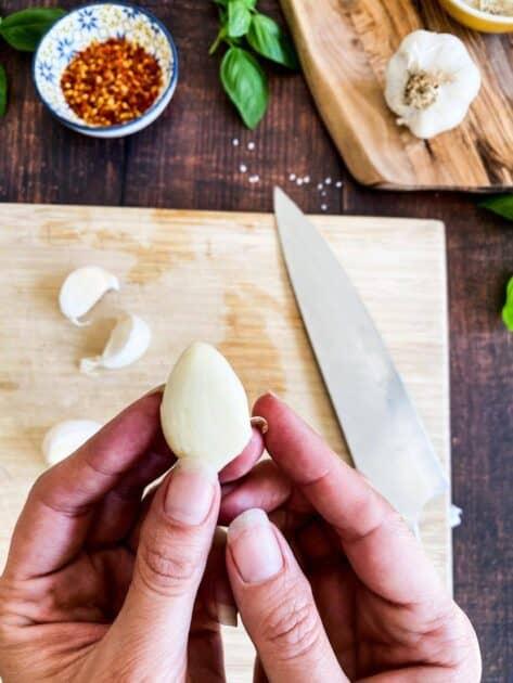 How to chop garlic