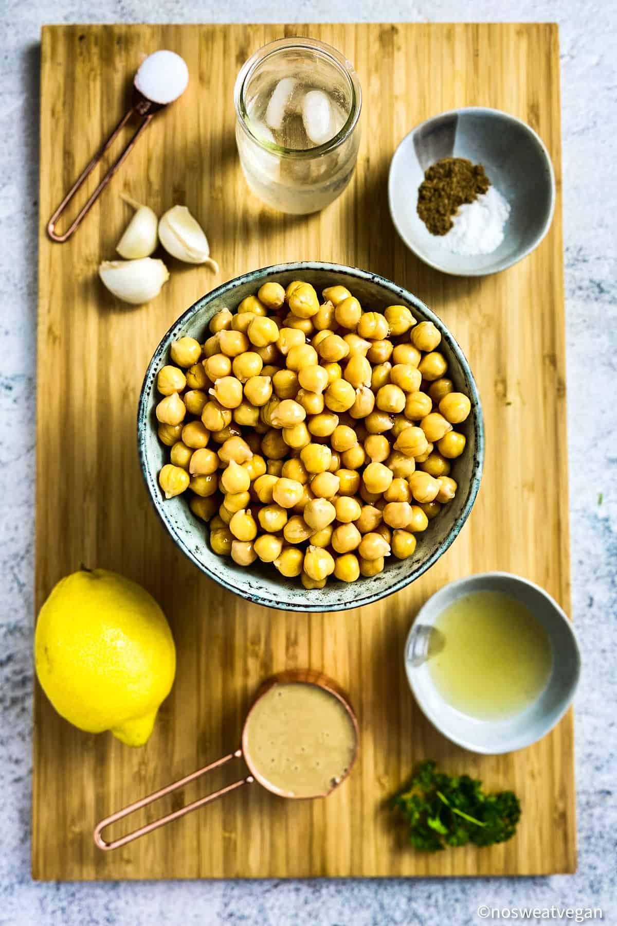 Ingredients for oil-free hummus.